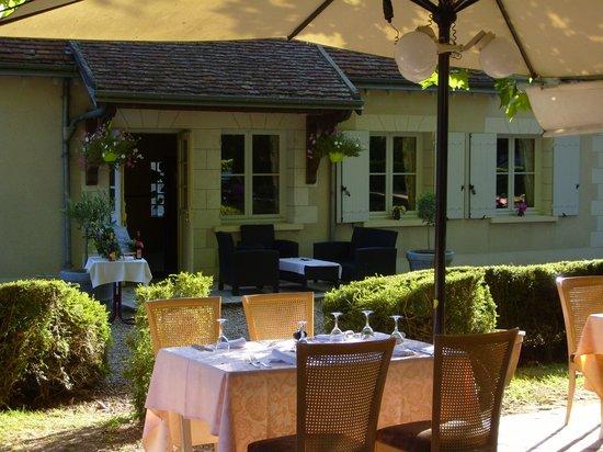 Hostellerie Le Clos du Cher : Terrasse en été