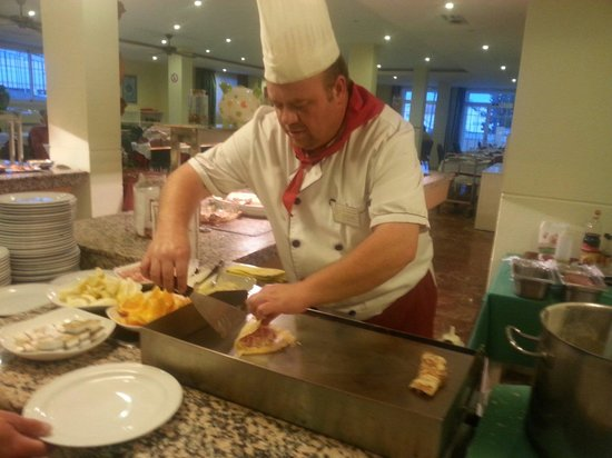 Nerja Club: Yummy!  Jose has made the best crepes possible tonight!  More please!