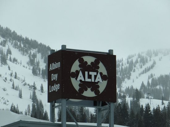 Little Cottonwood Canyon: Alta is at end of canyon