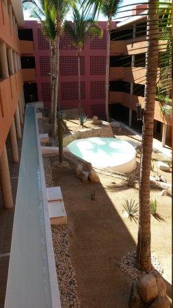 Paradisus Los Cabos: decorative area between buildings