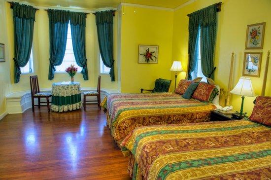 The Great House: Deluxe Double Queen Room