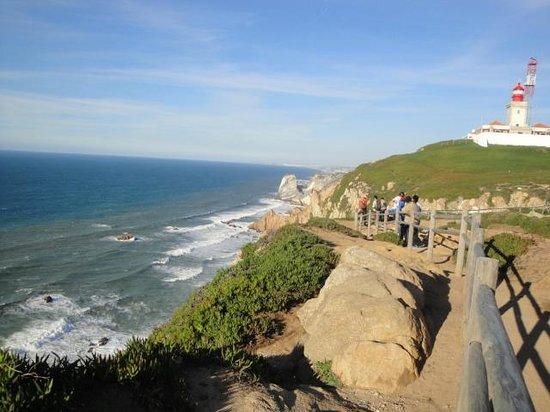 Colares, Portugal: Esse é o ponto onde acaba a terra e começa o mar (dito por Camões)