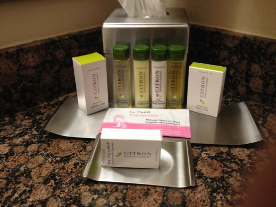Doubletree Hotel Tallahassee : Deluxe King Room - Bath Products