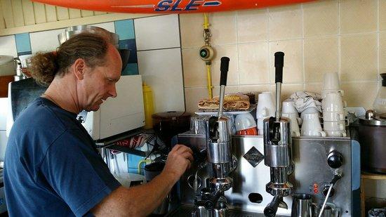 Surf Corner Cafe Bar: handhebel espresso richtig stilecht
