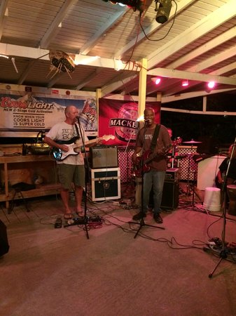 Elm Beach Bar : great music!