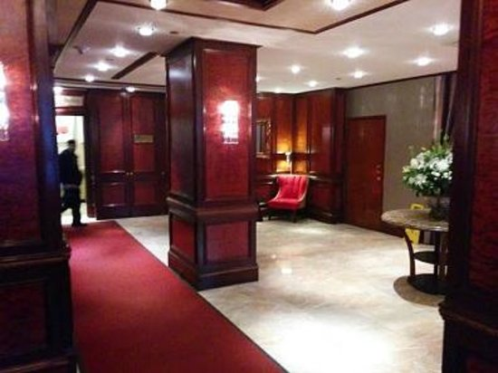 Excelsior Hotel: Loby