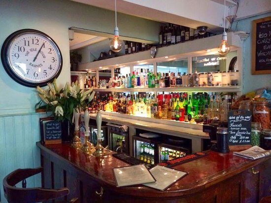 The Idle Hour, Barnes
