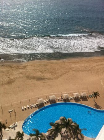 Park Royal Mazatlan: View from 16th floor of pool & beach