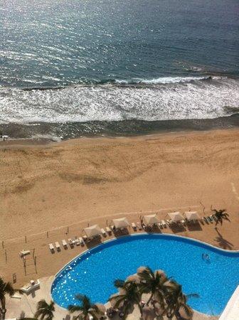 Park Royal Mazatlán: View from 16th floor of pool & beach