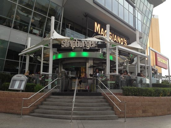 Stripburger : next to the mall
