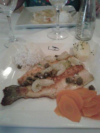L'Alouette: Truta ao molho de alcaparra e uva italiana