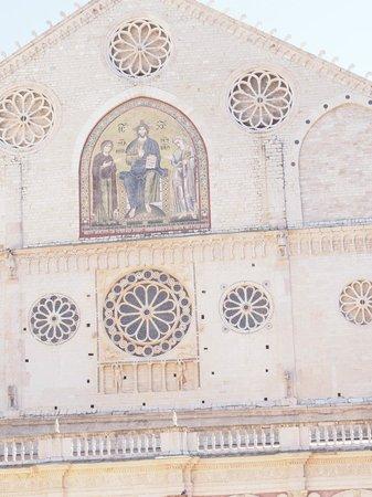 Spoleto, Italien: Particolare del frontone