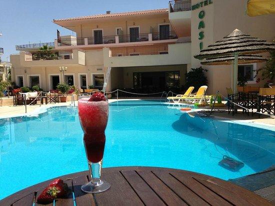 Oasis Hotel: χώρος πισίνας