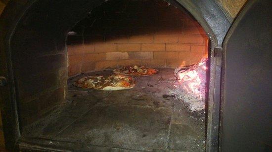 sa vinya : Nuestras pizzas en el horno ummnmmmmmmm!!!!!!'!!