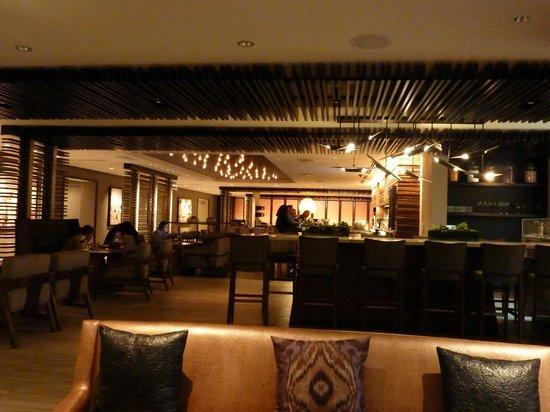 Hyatt Centric Chicago Magnificent Mile: Bar