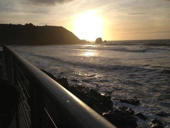 Best Western Plus Lighthouse Hotel: Enjoying the sunset... at Rockaway Beach!!