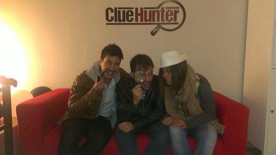 Clue Hunter: Muuuuuuuuuuy divertido,  menuda horaza más bien invertida.  Estoy ansioso por que saque una segu