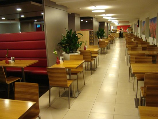 Ibis Amsterdam Centre: Breakfast area