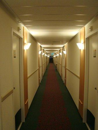 Ibis Amsterdam Centre: Corridor