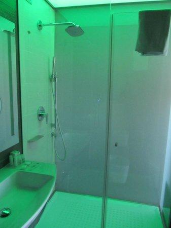 8piuhotel : la grande doccia