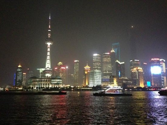 Paramount Gallery Hotel: View from walk to The Bund