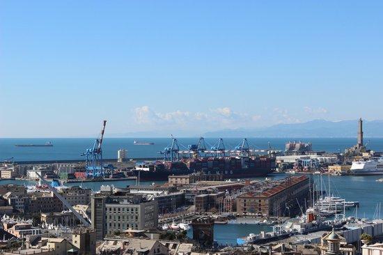 Spianata Castelletto : Vista sul porto e porto antico
