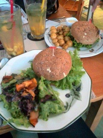 Verdeo: Hamburguesa vegana y ensalada
