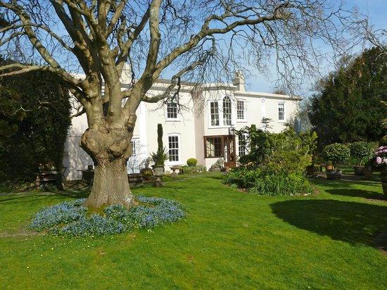 Ocklynge Manor Bed & Breakfast: Hotel & Gardens