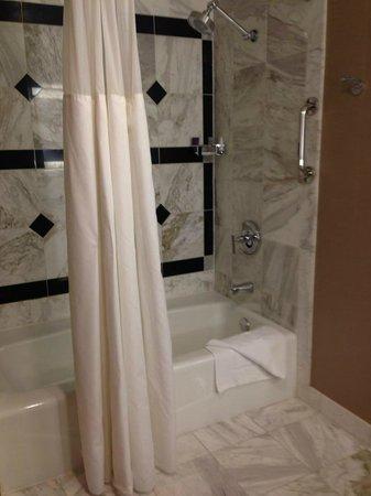 MGM Grand Hotel and Casino : MGM Bathroom