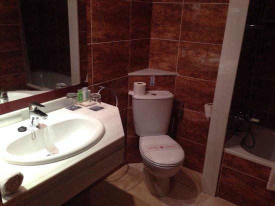 Hotel Marina Luz: El Baño