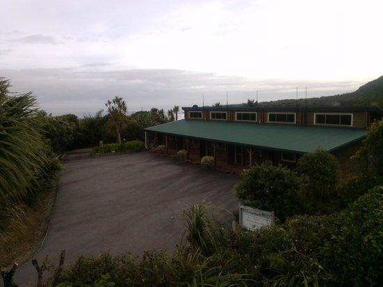 Paparoa Park Motel: Log cabins
