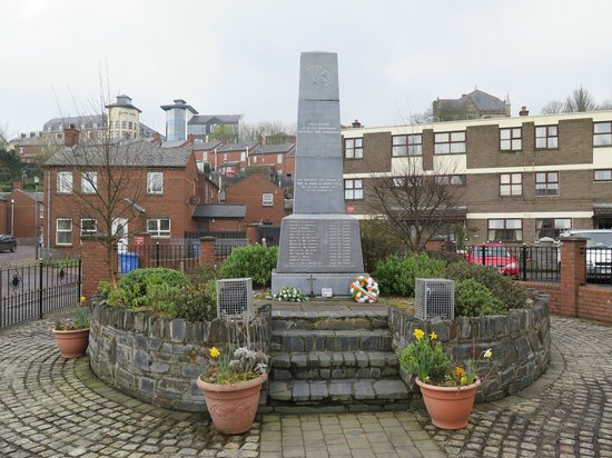 Bogside History Tours: Memorial to Bloody Sunday