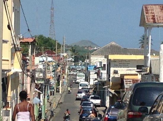 Iberostar Costa Dorada : Une rue commerciale