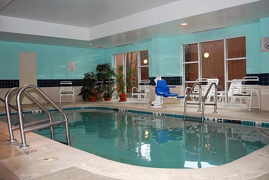 Fairfield Inn & Suites Atlanta Buckhead: Indoor Heated Pool