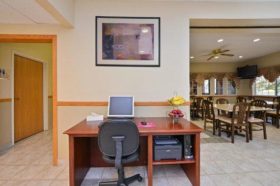 Americas Best Value Inn Geneseo: Business Center