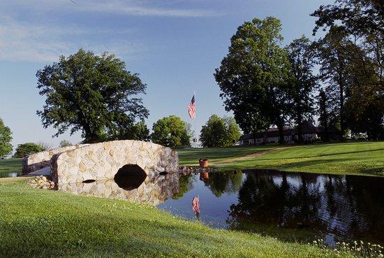 Tagalong Golf & Resort : The bridge at hole 1
