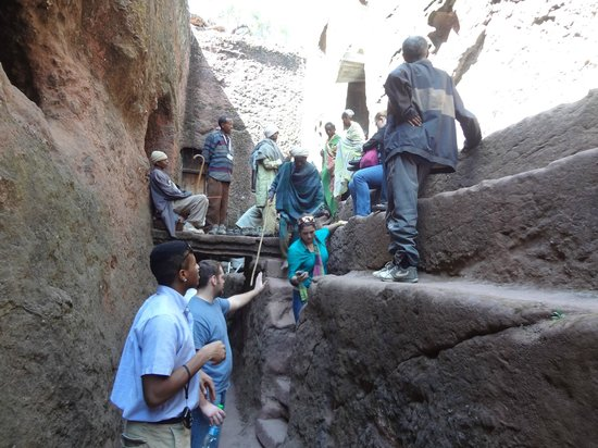 Felsenkirchen von Lalibela: passageway between churches