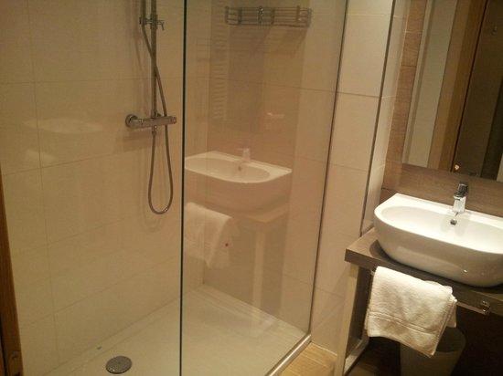 Hotel Bracciotti: stanza 37, il bagno