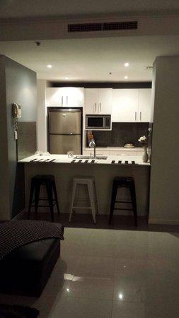 Paradise Centre Apartments: Modern kitchen Apartment 703 1 bedroom Allunga