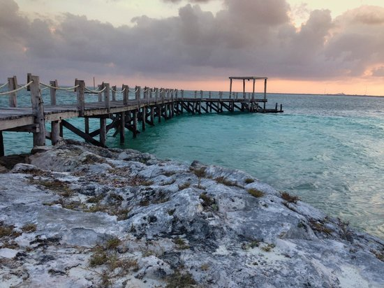 NIZUC Resort and Spa: Pier on the hotel grounds.