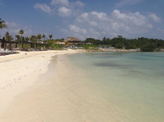 NIZUC Resort and Spa: Looking at the main beach and pool area.
