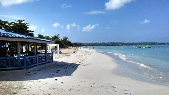 Negril Tree House Resort : Beach looking good!