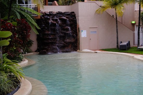 Alassio Palm Cove: Swimming pool right outside our back door.