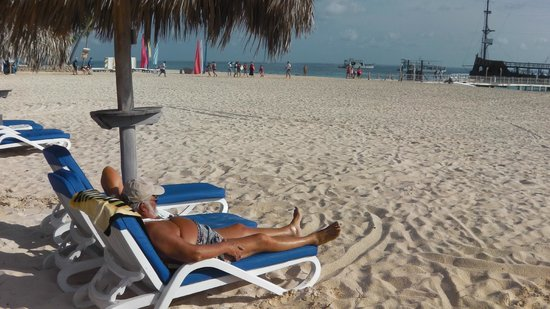 Stanza Mare: Relaxing on one of the beach chairs