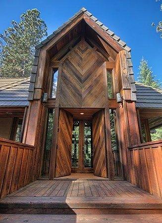Little Ahwahnee Inn Yosemite: Entry to Little Ahwahnee Inn