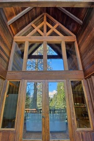 Little Ahwahnee Inn: Great Room Exterior Doors