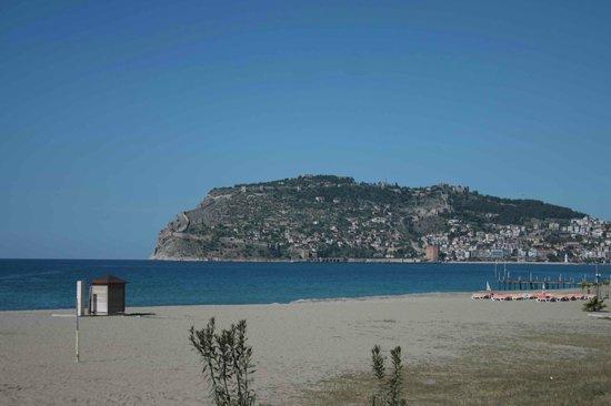 Ananas Otel : Пляж с видом на крепость