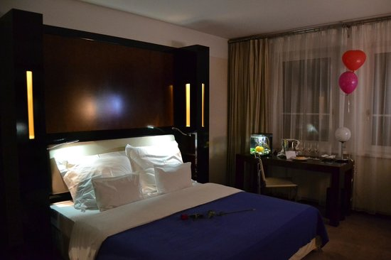 Maximilian Hotel: The Bedroom with king size bed, with our golden fish and Bday amenities