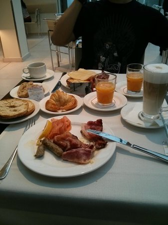 Maximilian Hotel: Breakfast!