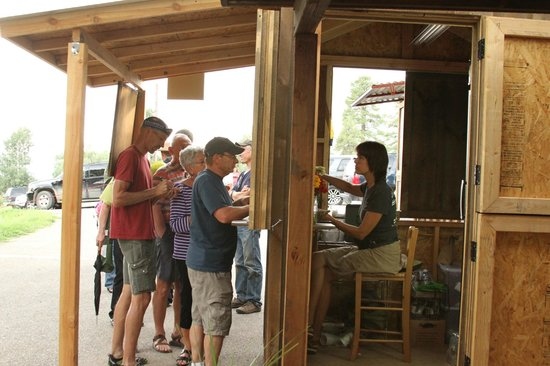 Harvest Grill & Greens at James Ranch: Taken orders at the kiosk!